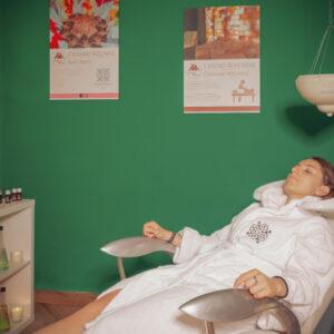 massaggio capelli shirodara